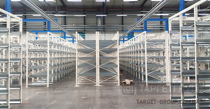 Размещение полочных стелллажей на складе